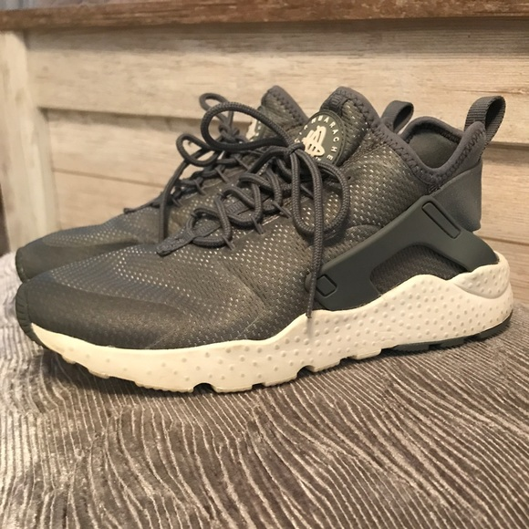 Nike Air Huarache tennis shoes in light grey color